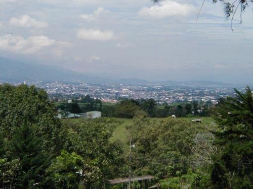 Vista del hermoso lote de 2000 m2 en Carmen de Guadalupe para venta Agente 2821 CCCBR
