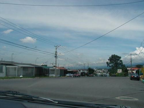 hermosas calles hacia el hermoso lote de 2000 m2 en Carmen de Guadalupe para venta