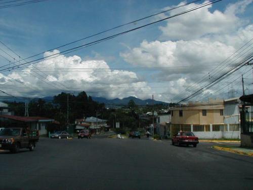 el camino al hermoso lote de 2000 m2 en Carmen de Guadalupe para venta