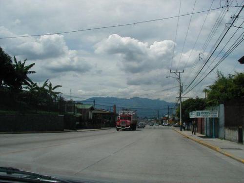 increibles calles hacia el hermoso lote de 2000 m2 en Carmen de Guadalupe para venta